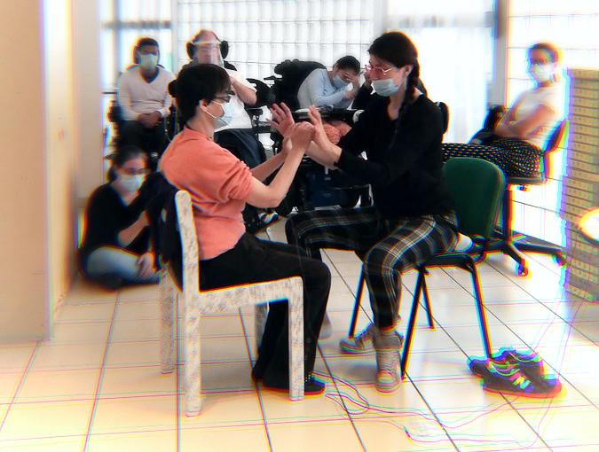 test du dispositif de stimulation sensorielle Tactilaptic à la Résidence du Maine à Paris